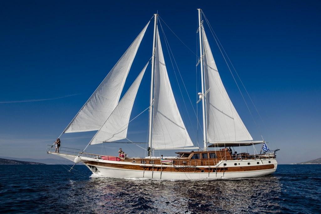 Motort-sailers-kronos-agency